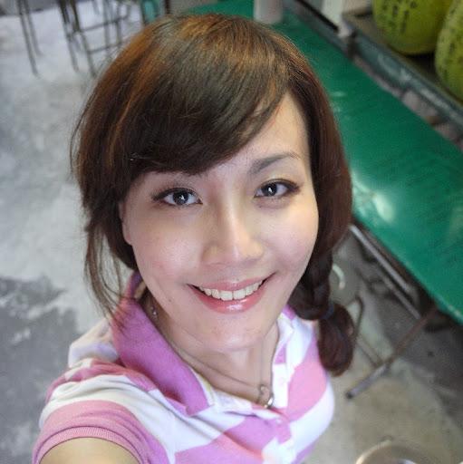 Una Wang
