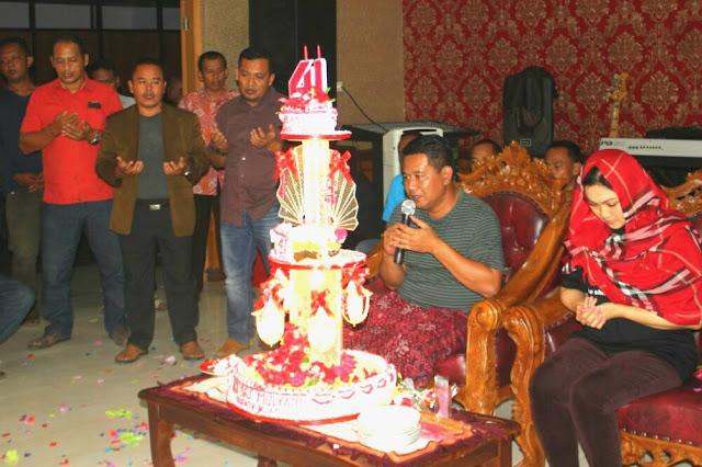 Paguyuban Camat Klaten Buat Surprise Kue Tart Di Ulang Tahun ke 41 Bupati Sri Mulyani