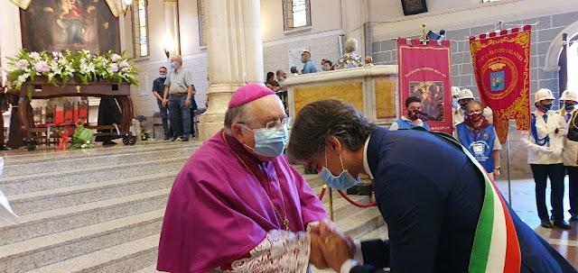 Il discorso tenuto dall'arcivescovo Morosini in occasione della Consegna del Quadro della Madonna della Consolazione da parte dei Cappuccini avvenuta stamattina in Duomo alle 10.30 a motivo dell'epidemia di Covid19.