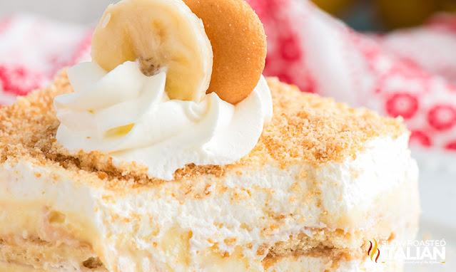 banana pudding cake closeup