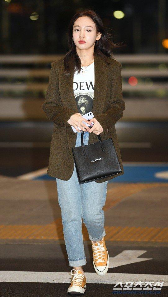 nayeon airport2