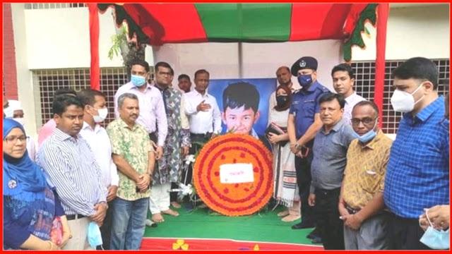 গোলাপগঞ্জে শেখ রাসেলের অস্থায়ী প্রতিকৃতিতে শ্রদ্ধাঞ্জলি