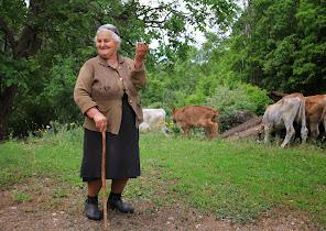 Prijatna gospo]a na selu.JPG