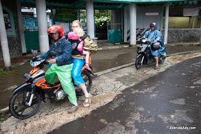 Niespodzewana podróż na motorkach w deszczu