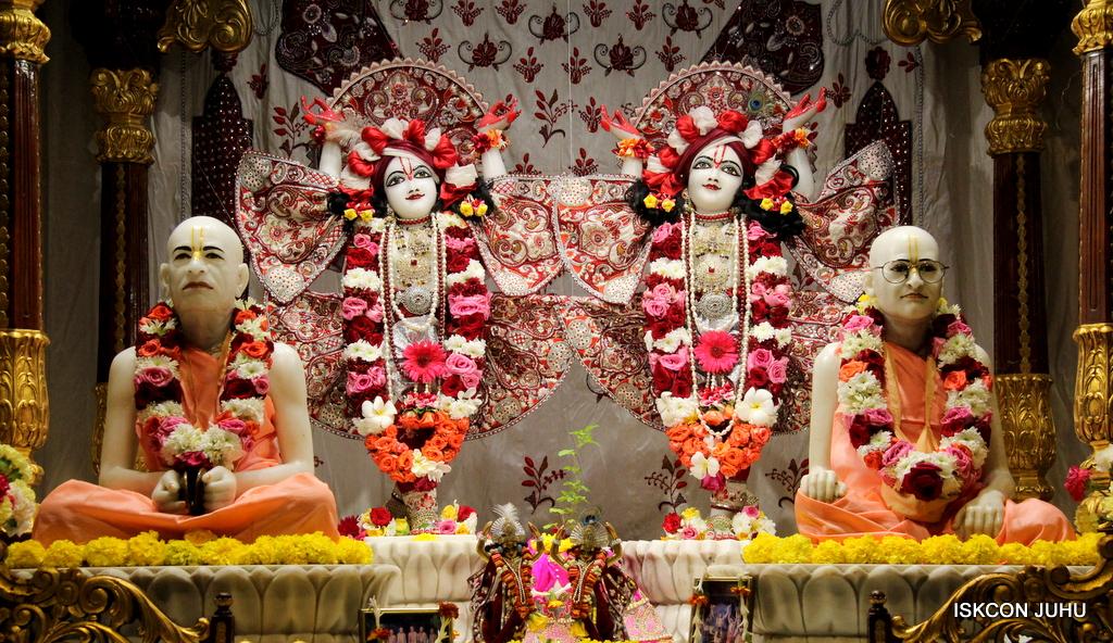 ISKCON Juhu Sringar Deity Darshan on 30th Sep 2016 (52)