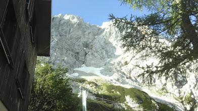 Photo: Pogled na Ledinsko sceno in številne naveze, ki hitijo pod smeri (slikano iz Kranjske koče na Ledinah)