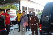 Karena Korupsi Dana BOS , Mantan Kepala SMKN 2 Karawang Ditahan Kejaksaan Negeri