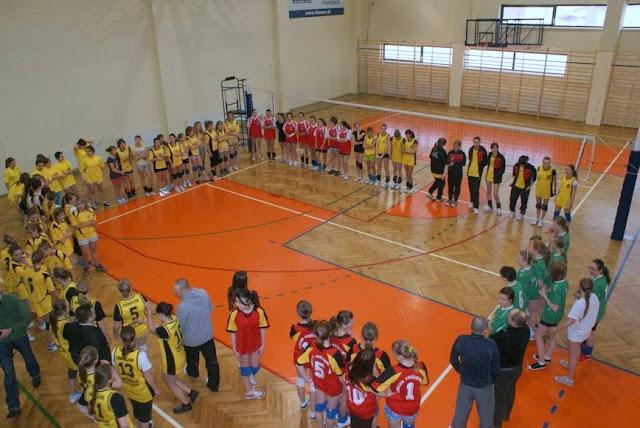 Zawody siatkarskie dziewczat 1 marca 2011 - DSC09273_1.JPG