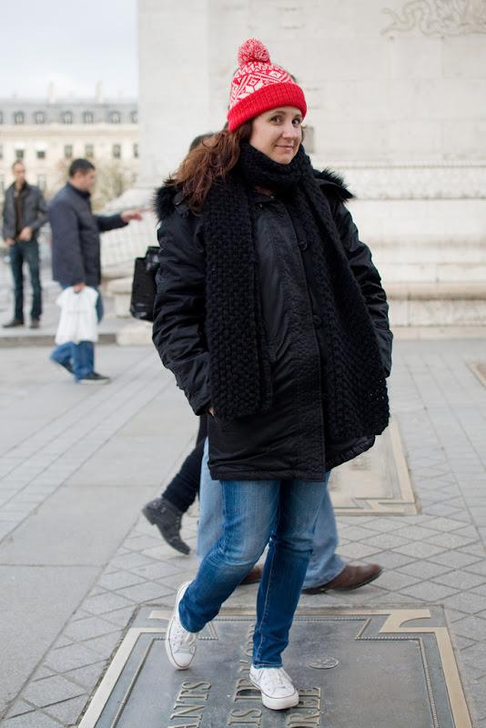 Peta at the Arc de Triomphe