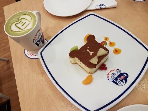 Tiramisu cake and matcha latte from Craftholic Cafe Taiwan