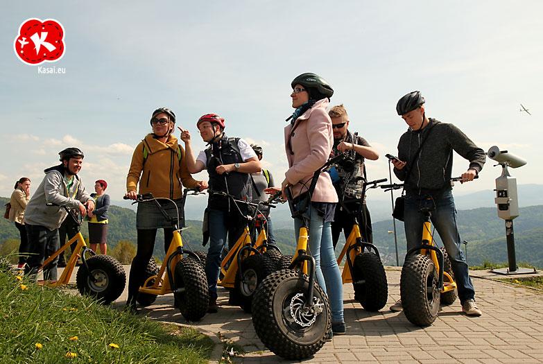 To też jest Śląskie - Zjazd hulajnogami z Góry Żar [fot. Kasai.eu]