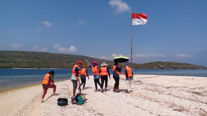 Bendera - Trip Pulau Menjangan Pulau Tabuhan Banyuwangi