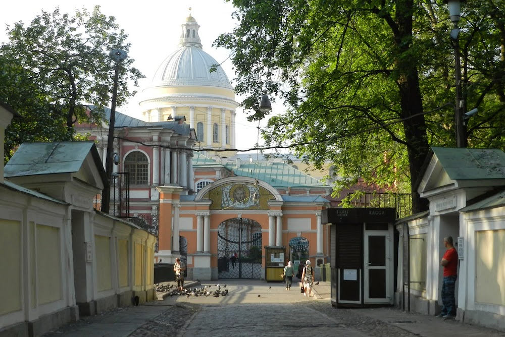 entering Aleksandra Nevskogo II church
