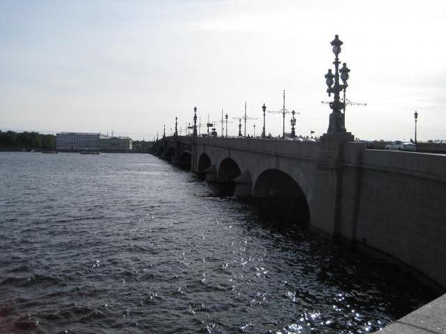 Puente Trosky río Neva, San Petersburgo