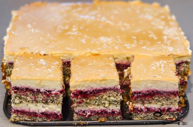 ciasta i desery, biszkopt makowy, ciasto z makiem, ciasto na biszkopcie makowym,ciasto z kremem śmietanowym, ciasto z dżemem, ciasto na nowy rok, ciasto na święta