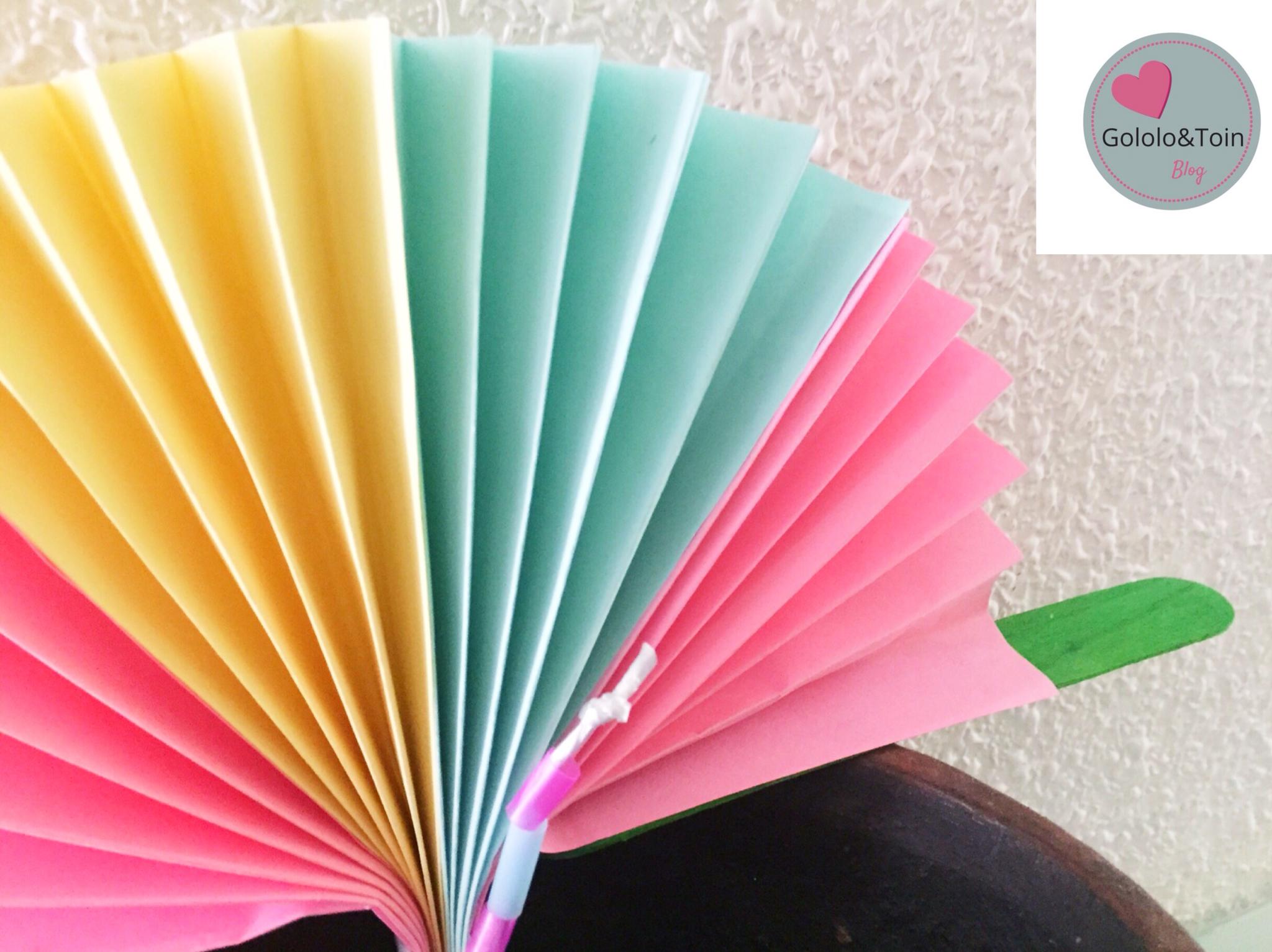 Abanico con folios de colores diy gololo y toin blog for Abanico de colores