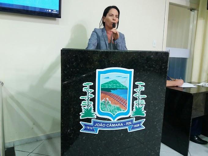 Vereadora Irani Antunes solicita ao Prefeito por meio de requerimento a  instalação de placas, identificando o nome das ruas do bairro do  IPE.
