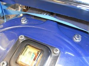 カブの燃料タンクのボルト