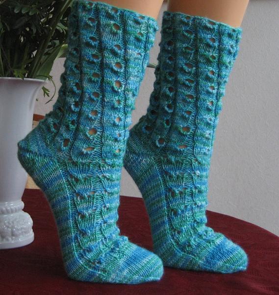Stricken am See: Socken im schrägen Lochmuster und...