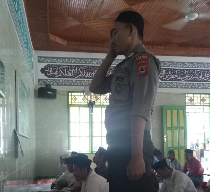 Personil Polsek Lilirilau Sampaikan Pesan Kamtibmas di Masjid  Nurul Yaqin Pallapao Desa Baringeng