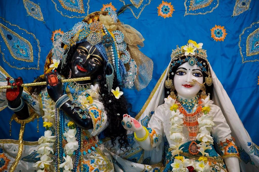 ISKCON New Govardhan Deity Darshan 08 Dec 2016 (40)