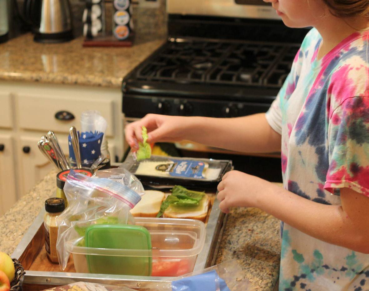 Kids make their own school lunch