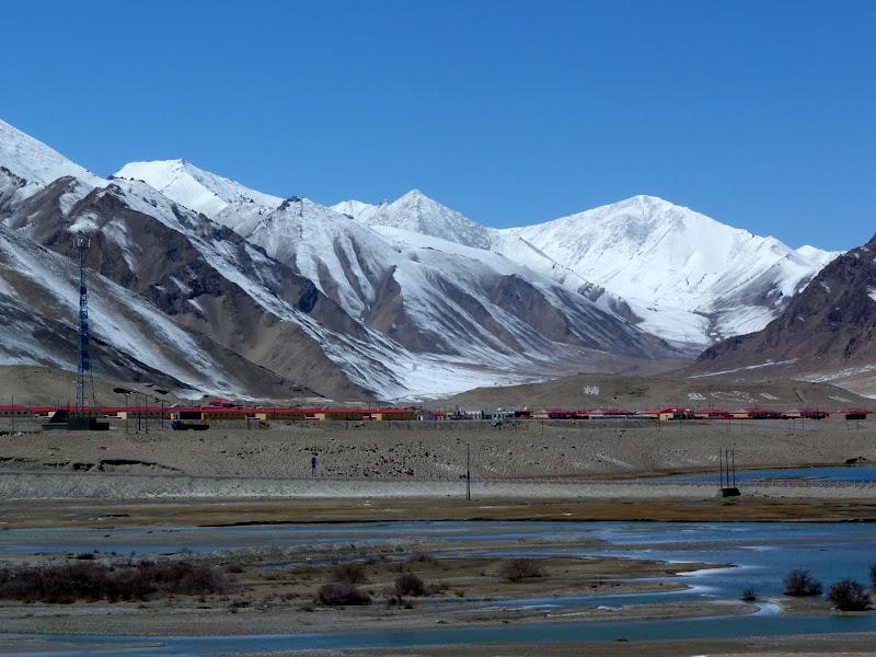 XINJIANG. Karakoram Highway, lune des plus haute route au monde, en passant a 4400 m - P1280494.JPG