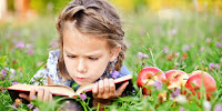 Eduard Titov - Little girl reads book