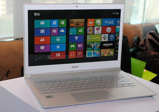Acer S7 Front.