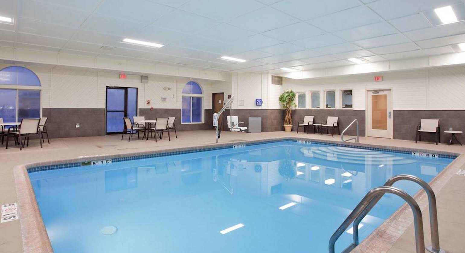 Holiday Inn Express Hotel & Suites Beatrice