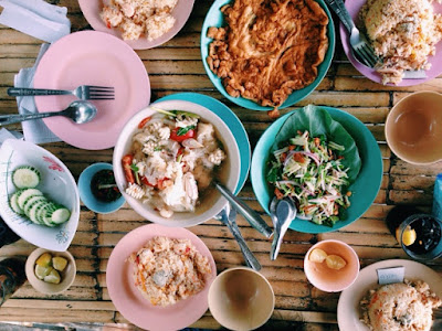 Lunch in Samila Beach