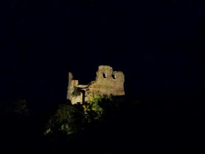 Ein letzter abendlicher Blick auf die Ruine von Döbrönte