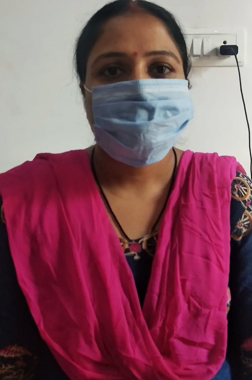 मधेपुरा:लोगों को मास्क लगाने को जागरूक कर रहीं जूही भारती