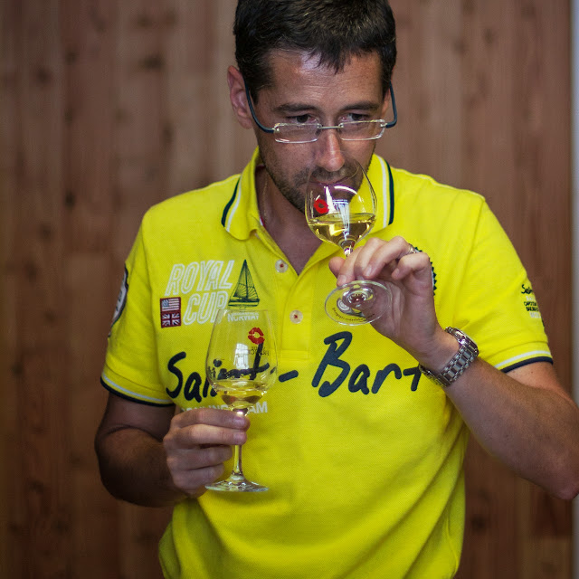 Assemblage des chardonnay milésime 2012. guimbelot.com - 2013%2B09%2B07%2BGuimbelot%2Bd%25C3%25A9gustation%2Bd%25E2%2580%2599assemblage%2Bdu%2Bchardonay%2B2012%2B138.jpg