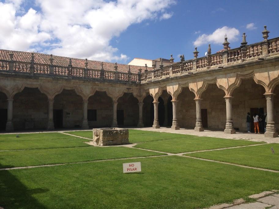 Claustro de las Escuelas Menores de la Universidad de Salamanca