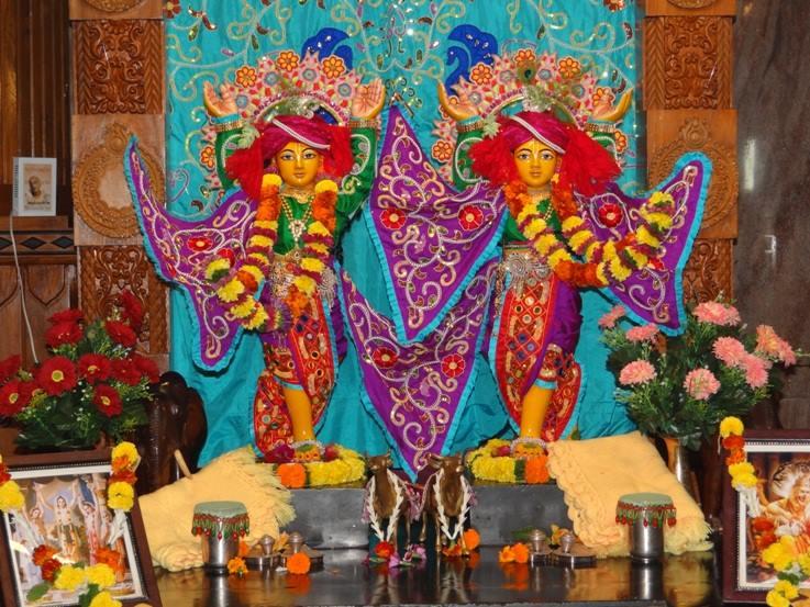 ISKCON Nigdi Deity Darshan 06 Jan 2016 (2)