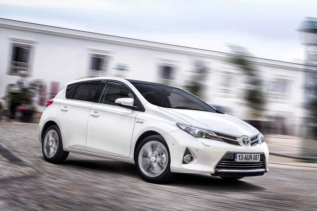 2013-Toyota-Auris-3