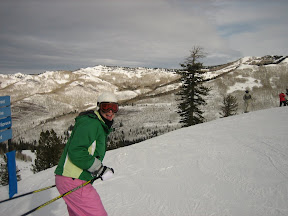 "doing her best ""happy 'cuz I'm skiing in You-motherloving-tah"""