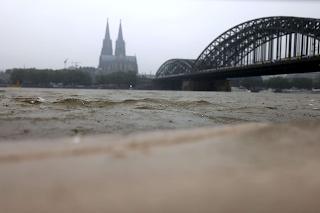 © dpa Auch in Köln brachte das Hochwasser Tod und Leid. Das Foto zeigt den Rhein am 13. Juli 2021.