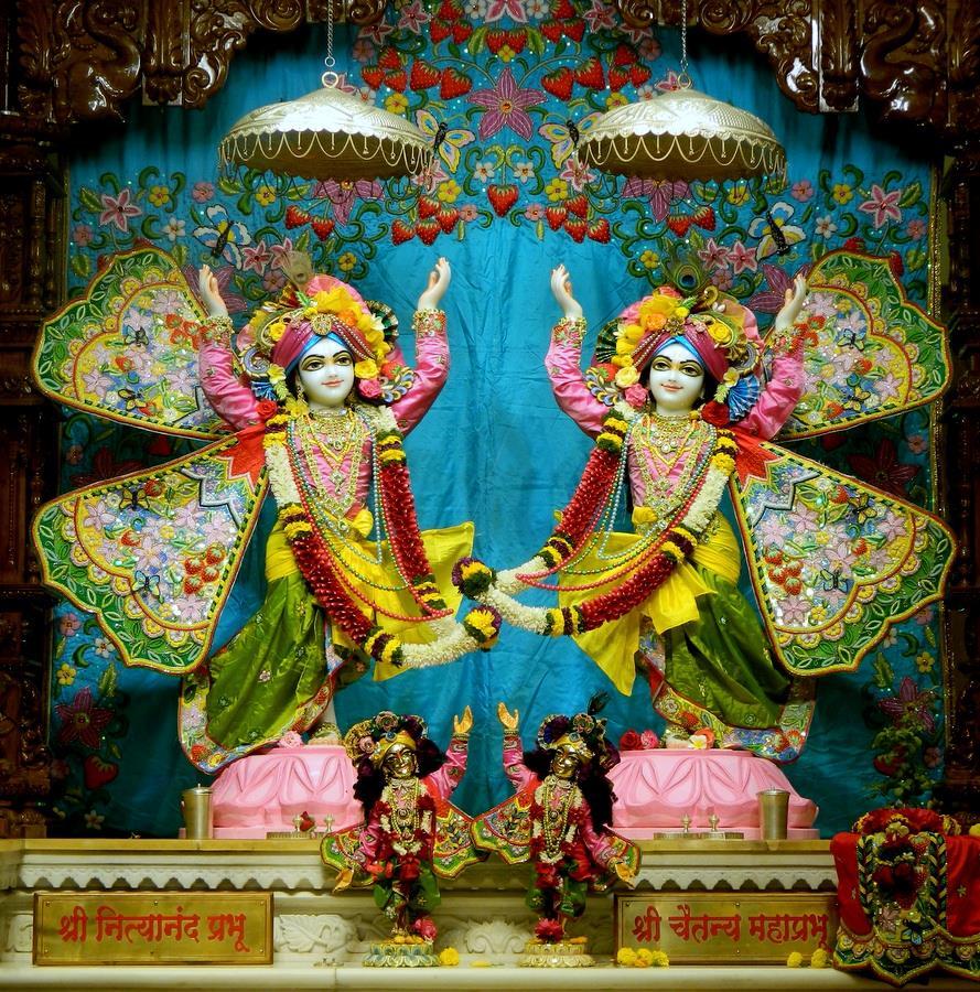 ISKCON Pune NVCC Deity Darshan 01 Jan 2017 (11)