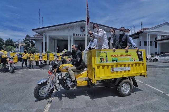 DLH Kota Bogor Hibahkan Satu Kelurahan Satu Motor Sampah