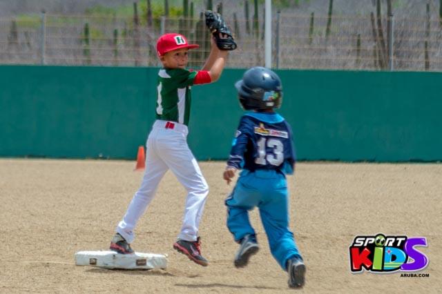 Juni 28, 2015. Baseball Kids 5-6 aña. Hurricans vs White Shark. 2-1. - basball%2BHurricanes%2Bvs%2BWhite%2BShark%2B2-1-52.jpg