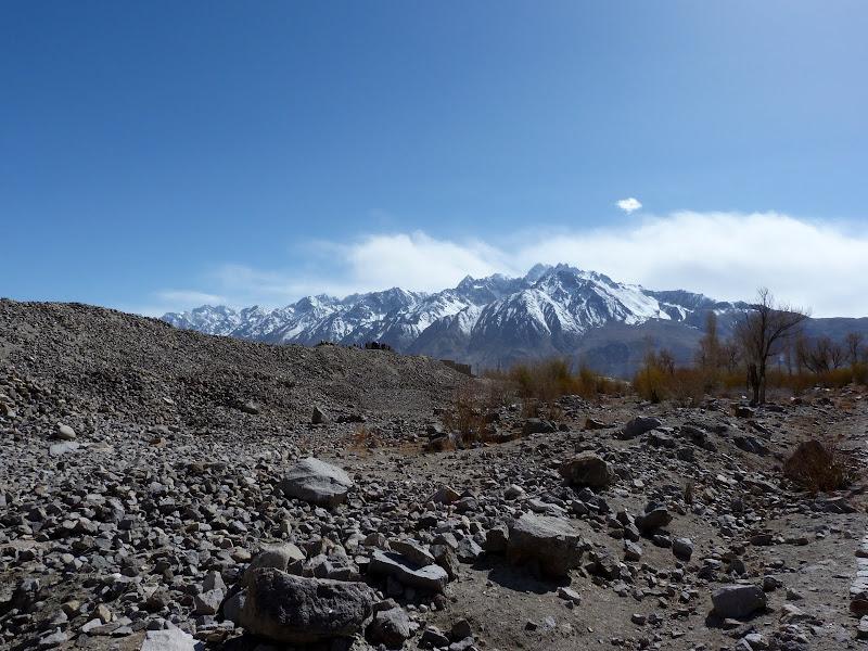 XINJIANG. Karakoram Highway, lune des plus haute route au monde, en passant a 4400 m - P1280581.JPG