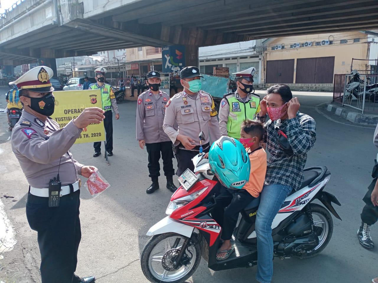 Mendisiplinkan Warga, Polres Subang Polda Jabar Laksanakan Ops Yustisi Mobile