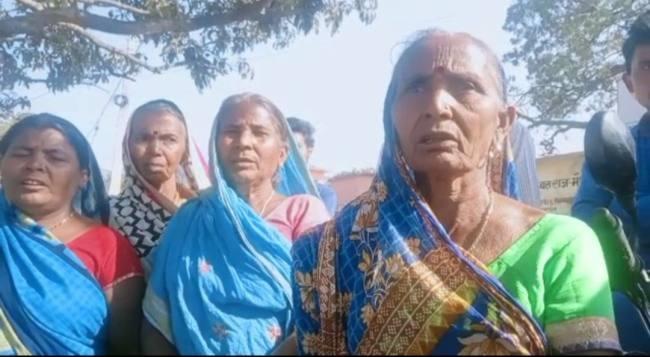 BIHAR NEWS:आवास योजना में राशि लेने का आरोप, ग्रामसभा में हंगामा