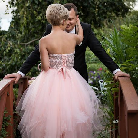 Wedding photographer Tomek Aniuksztys (aniuksztys). Photo of 14.02.2018