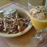 Suflet z kaszy gryczanej z indykiem z z suszonymi jabłkami, grzybami i żurawiną + mus morelowo-pomarańczowy