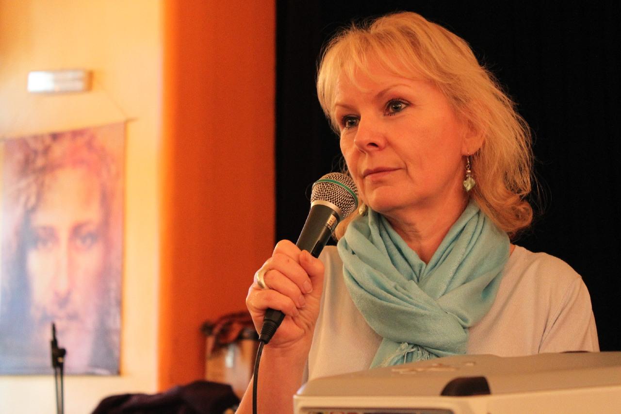 Carol Chamberlain při svém svědectví v Rožnově v roce 2009