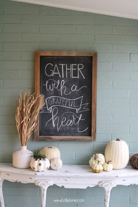 Easy-Fall-Porch-Decorating-Ideas-Chalkboard-Art
