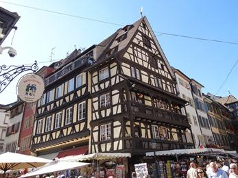 2017.08.22-040 maison ancienne Place du Marché-aux-Cochons-de-Lait